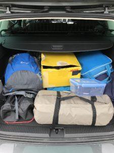 Campingsachen im Auto